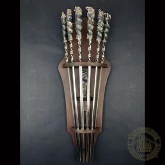 """""""Охота"""" комплект шампуров  ручной работы с настенным подвесом с вилкой"""